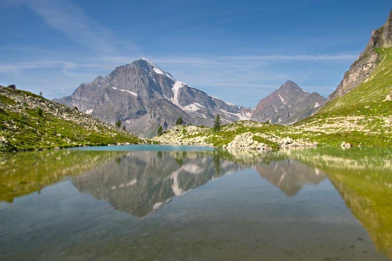 riflesso-di-Leone-e-Terrarossa-nel-Lago-Bianco
